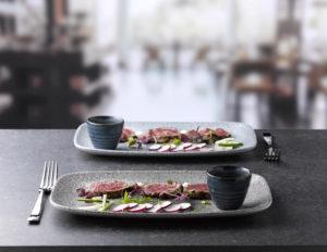 Japanisches Essen anrichten